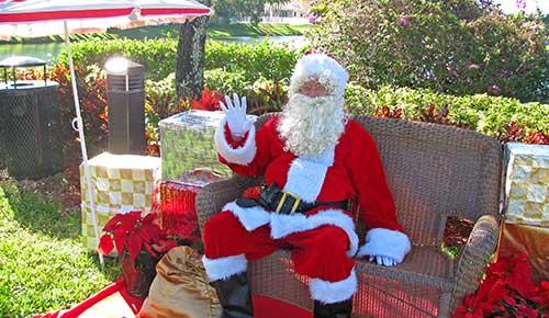 Santa greets Cantamar residents